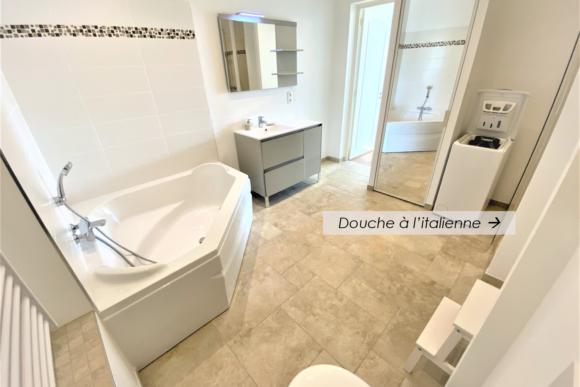 salle de bains de la chambre 1 pour la location saisonnière d'appartement expériences et cognés à Cannes, Côte d'Azur en France