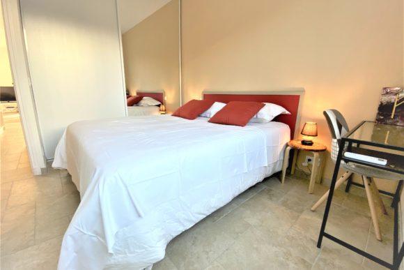 La chambre 2 pour la location saisonnière d'appartement expériences et cognés à Cannes, Côte d'Azur en France