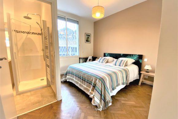 La chambre 3 pour la location saisonnière d'appartement expériences et cognés à Cannes, Côte d'Azur en France