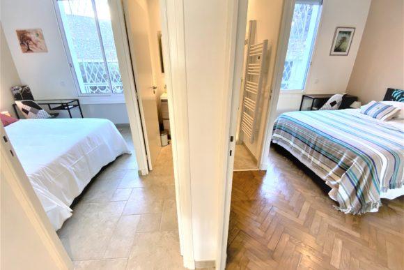 Chambres 2 et 3 pour la location saisonnière d'appartement expériences et cognés à Cannes, Côte d'Azur en France