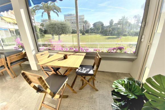 Véranda, la location saisonnière d'appartement expériences et cognés à Cannes, Côte d'Azur en France